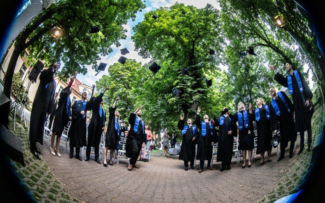 Promoce historicky prvního ročníku MBA programu VŠE – Data & Analytics for Business Management powered by KPMG